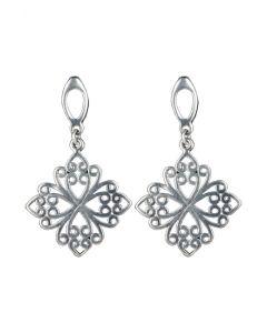 Brinco feito em prata, no formato de flor, medindo 4 cm de comprimento por 2,5 cm de largura. Ideal para trazer sofisticação ao seu dia!